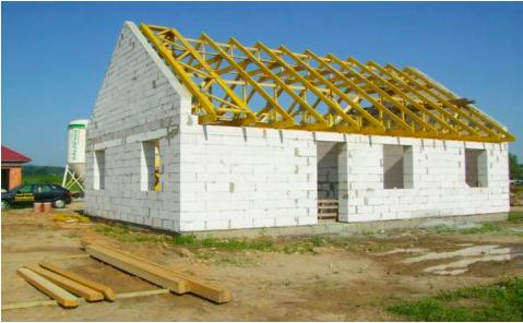 dom so sedlovou strechou na kluc topolcany